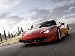 Автомобили Ferrari.